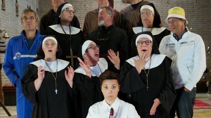 Toneeluitvoering 'Broeders bij nonnen, waar zijn we aan begonnen' van Zanglust Drempt najaar 2017