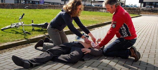 AED apparaat in gebruik
