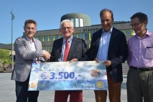LTH Rotaryclub overhandigt cheque