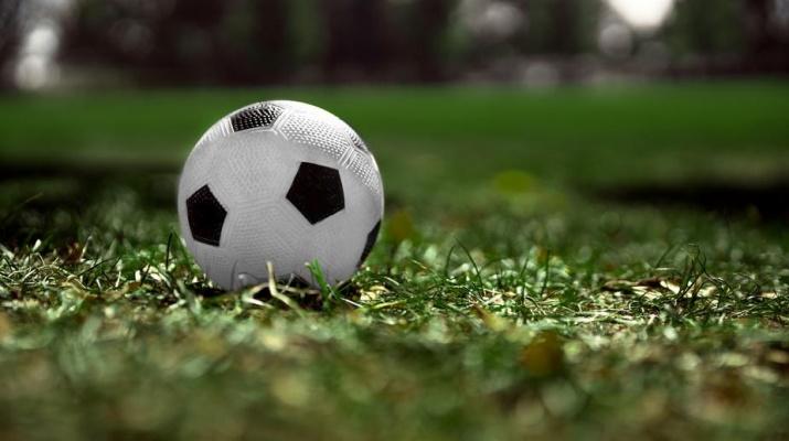 voetbal in het gras