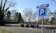 Straatnaambord Willibrordusplein boven P voor milieustraatje Achter-Drempt
