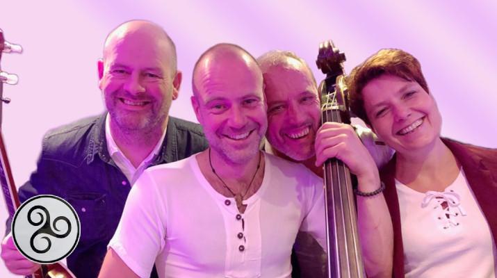 Vier vriendelijke bandleden van Folkband Banna Gan Ainm