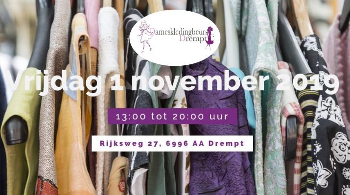 aankondiging dameskledingbeurs met kleren als achtergrondafbeelding