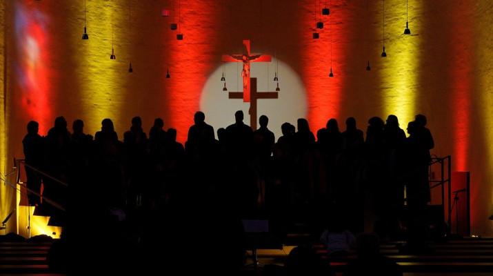 koor voor kruis en lichtstralen