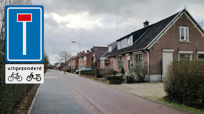 doodlopende weg voor alle verkeer met uitzondering voor fietsers en bromfietsers