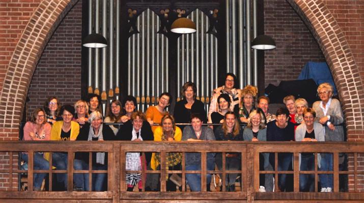 vrouwenkoor voor kerkorgel