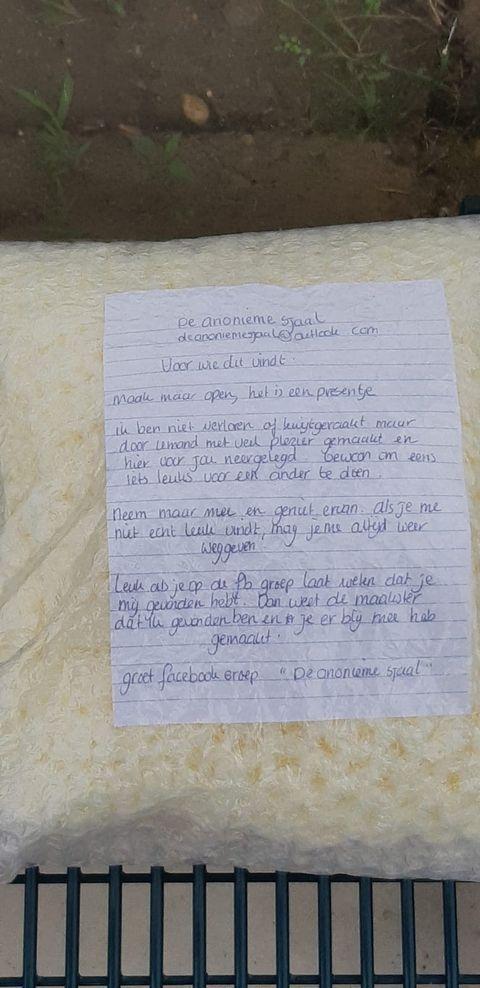 verrassing met brief van De anonieme sjaal